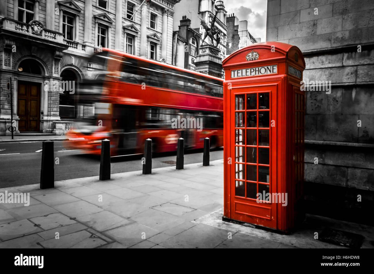 london im d steren schwarz wei mit beweglichen bus und eine telefonzelle isoliert rot. Black Bedroom Furniture Sets. Home Design Ideas
