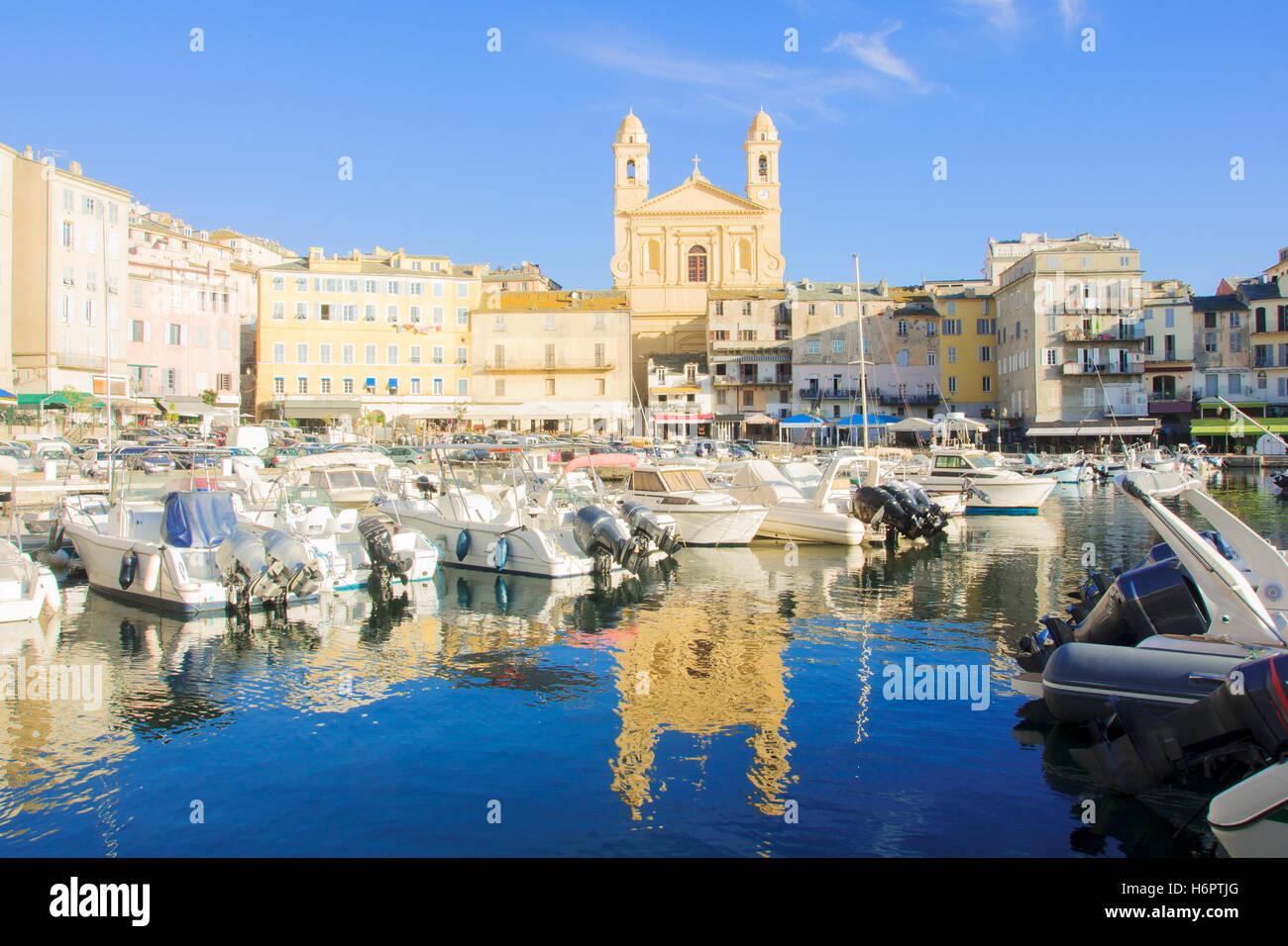 Szene auf den alten Hafen (Vieux Port) in Bastia, Korsika, Frankreich. Stockbild