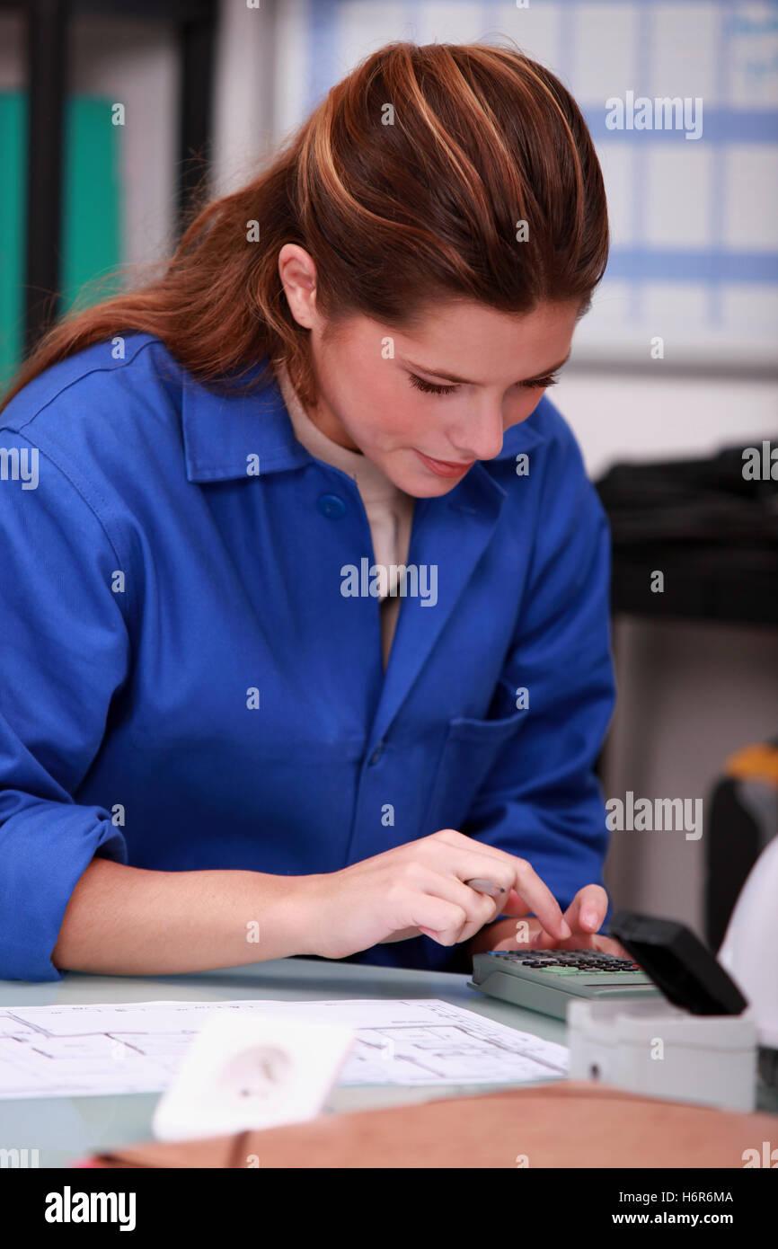 blaue Rechner Konzentration berechnen Kombination Hintergrund Hintergrund Compute Konstrukt Frau blaue Menschen Stockbild
