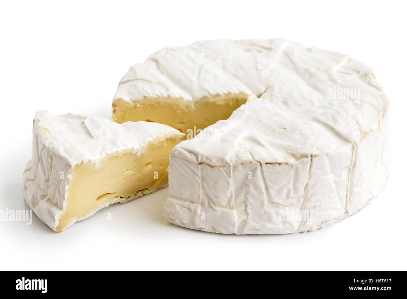 Weißer Schimmel Käse Mit Geschnittenen Scheibe Isoliert Auf Weiss