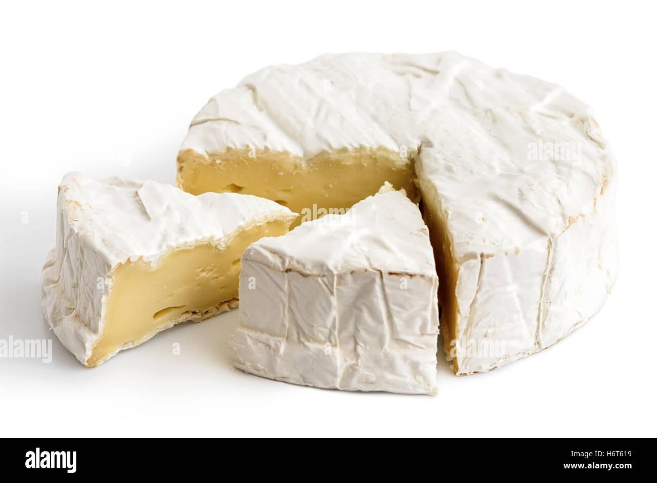 Weißer Schimmel Käse Mit Geschnittenen Scheiben Isoliert Auf Weiss