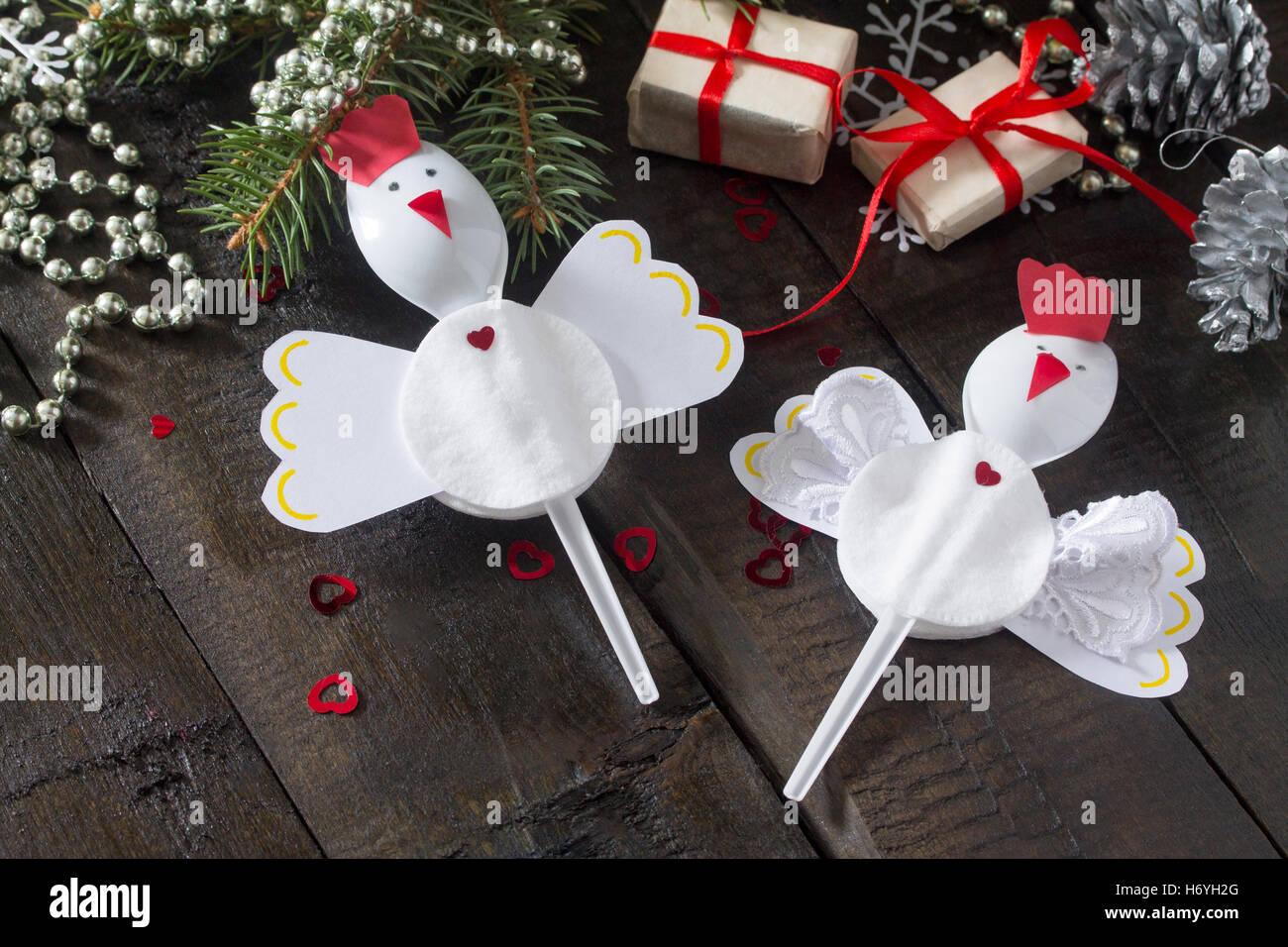 Erstellen Sie Kind Weihnachten Geschenk Spielzeug Hahn in ...