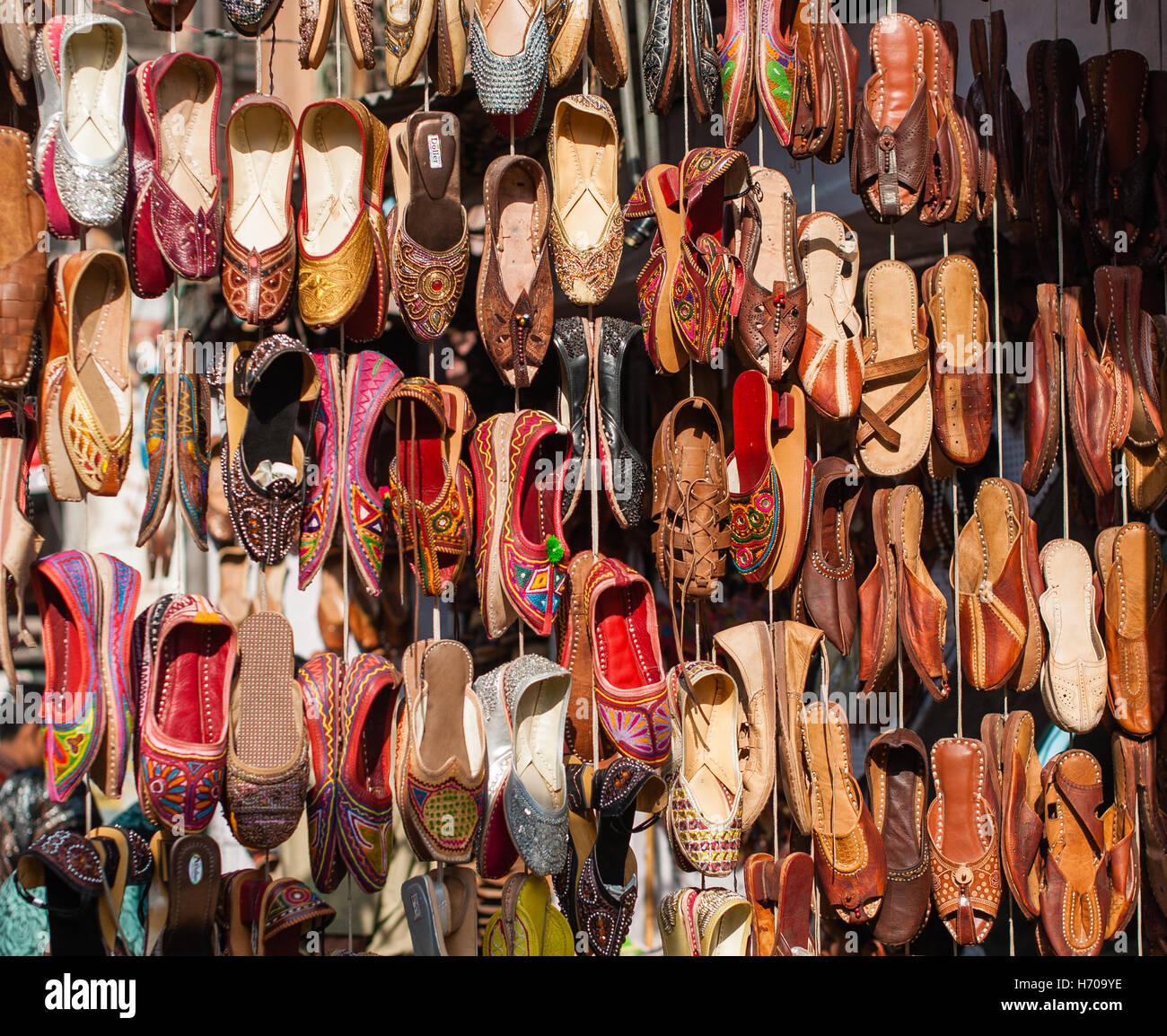 3f00cf147caf Indische Schuhe Stockfoto, Bild  124782994 - Alamy