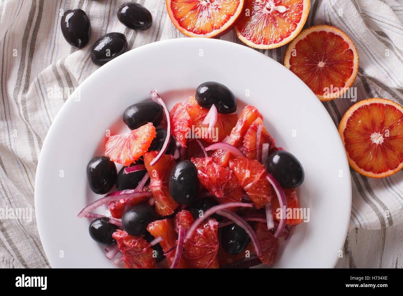 Sizilianische rot orange Salat und Zutaten close-up auf dem Tisch. horizontale Ansicht von oben Stockbild