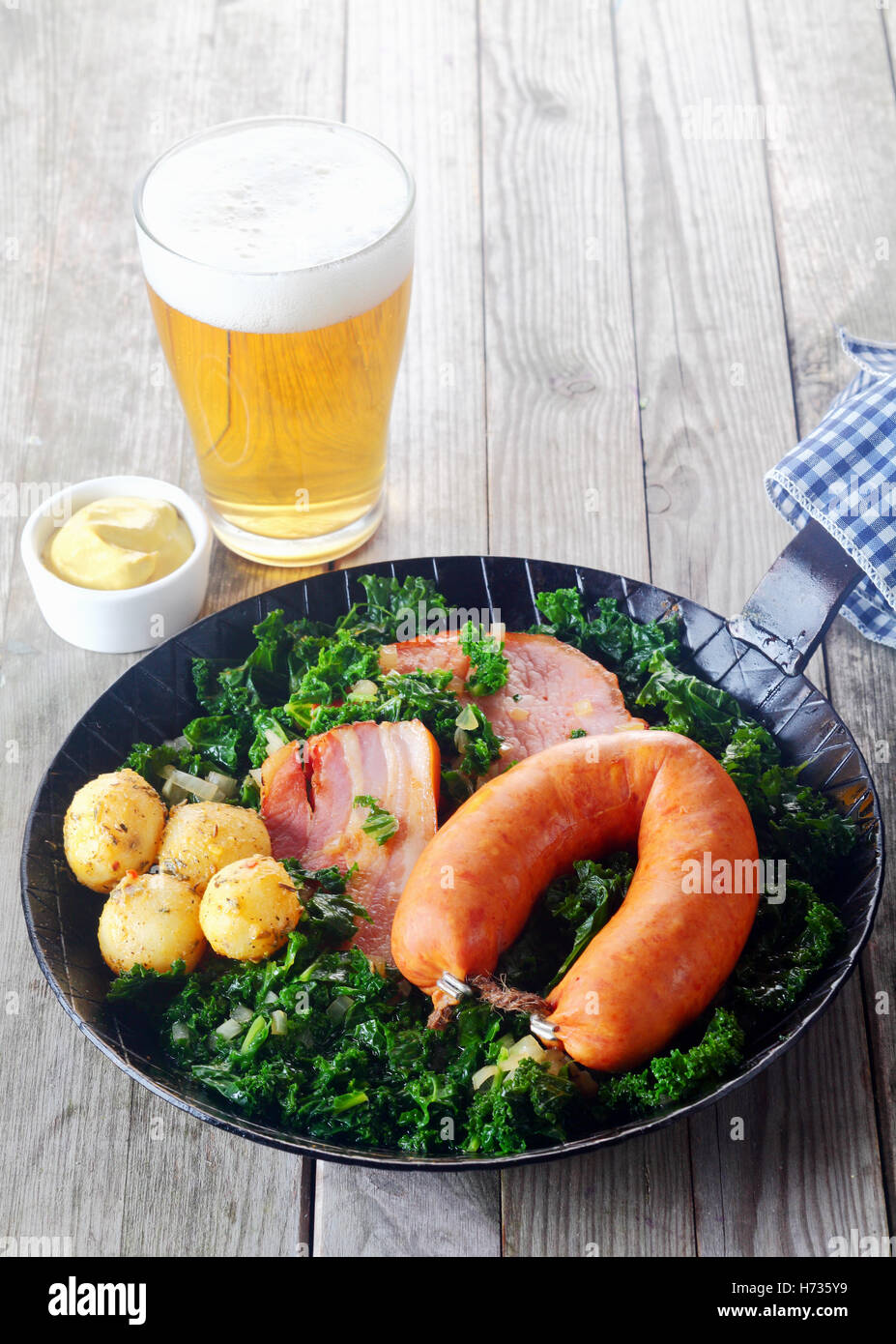 Bar-Taverne Glas Modell Kelch Becher Tasse essen Nahrungsmittel ...
