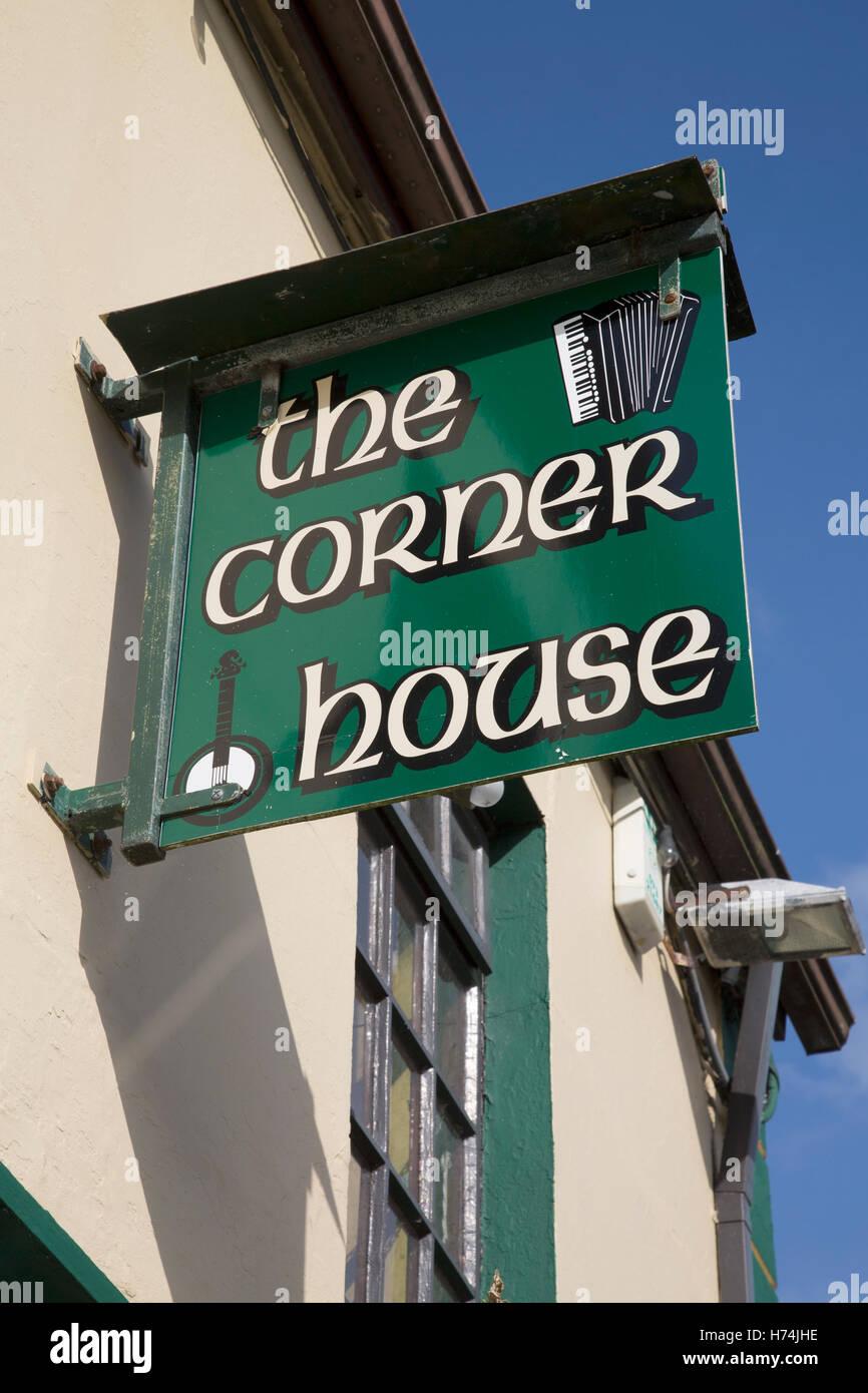 Ecke Hausbar Zeichen, Ardara, Donegal, Irland Stockfoto, Bild ...