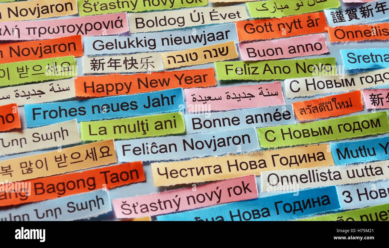 Frohe Weihnachten Und Ein Glückliches Neues Jahr In Allen Sprachen.Happy New Year Wortwolke Auf Farbiges Papier Verschiedene Sprachen