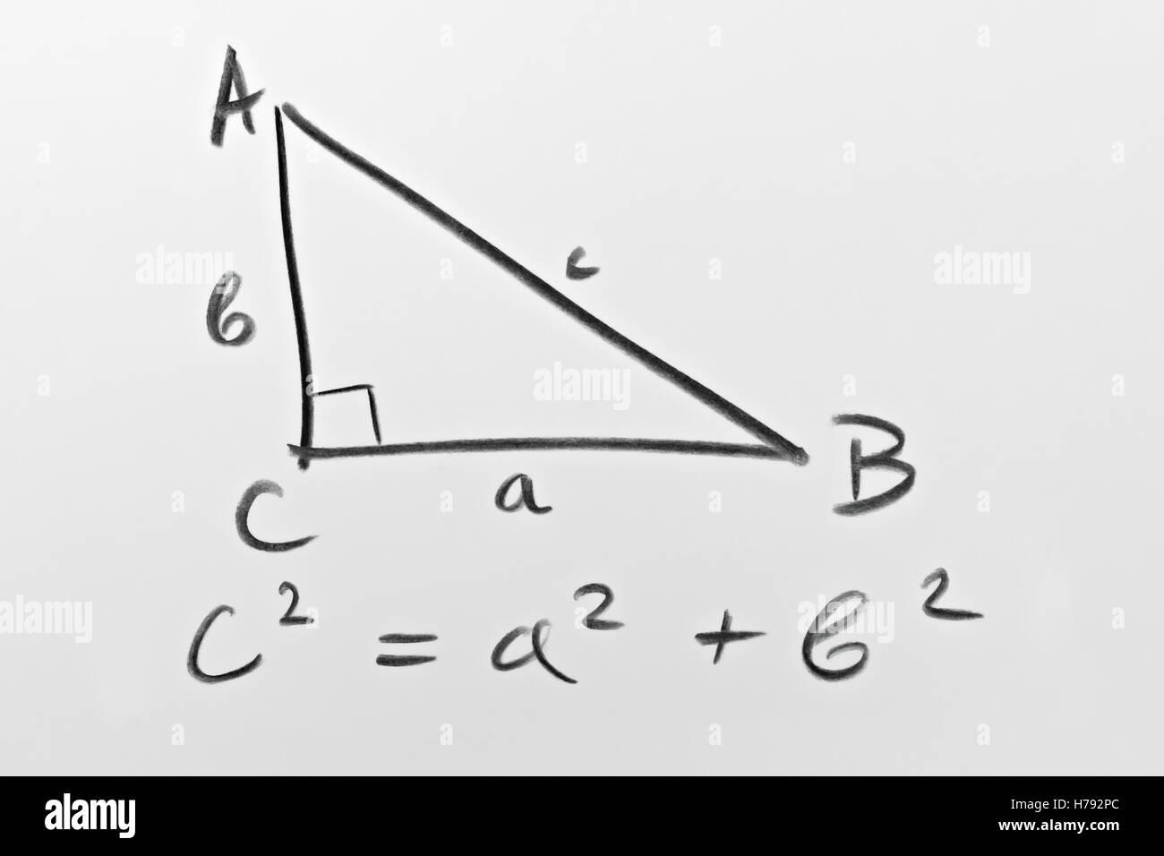 Skizze eines rechtwinkligen Dreiecks und der berühmte Satz des Pythagoras-Formel Stockfoto, Bild ...