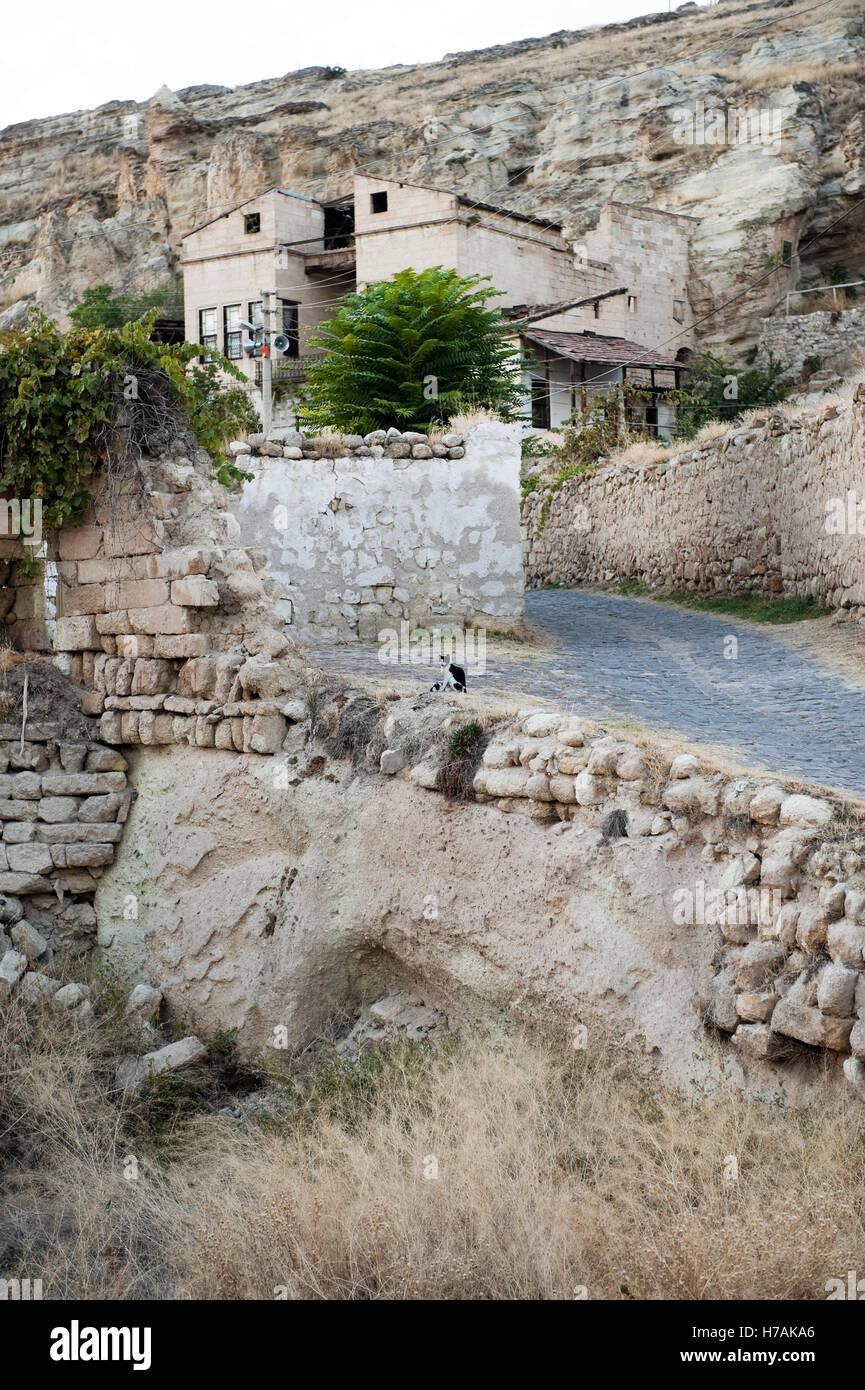 Wohnhaus am Hang von Urgup in Kappadokien, Nevsehir Provinz, Türkei Stockbild