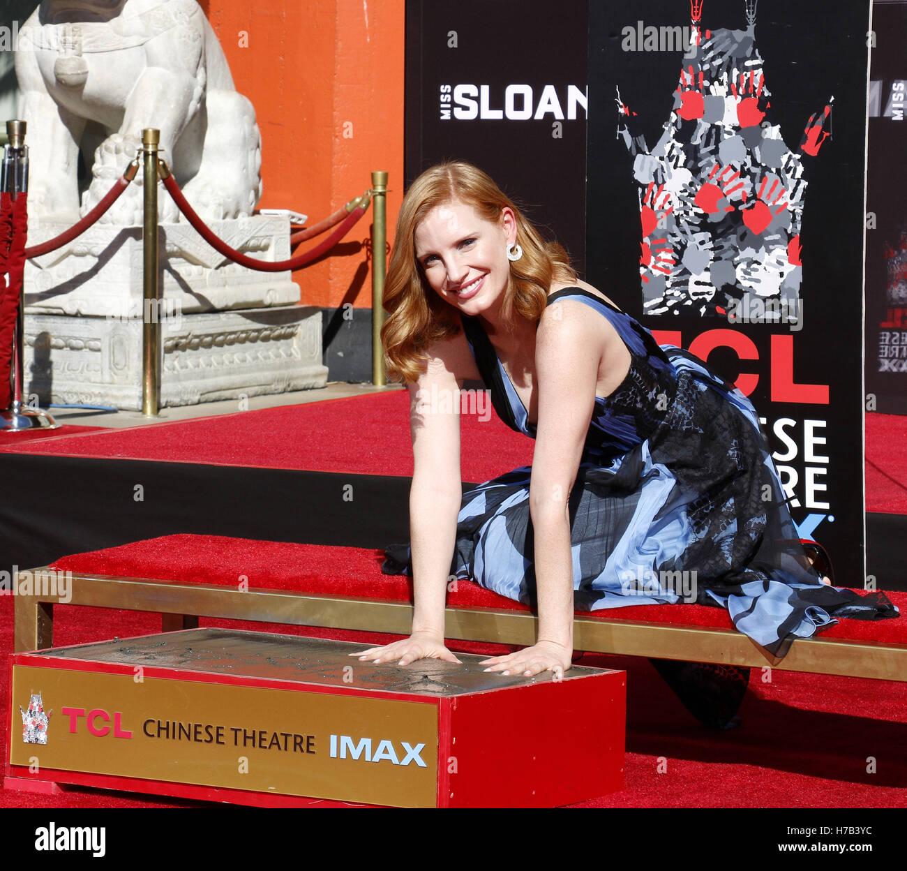 Hollywood, USA. 3. November 2016. Jessica Chastain Hand und Fußabdruck Zeremonie statt im TCL Chinese Theatre Stockbild