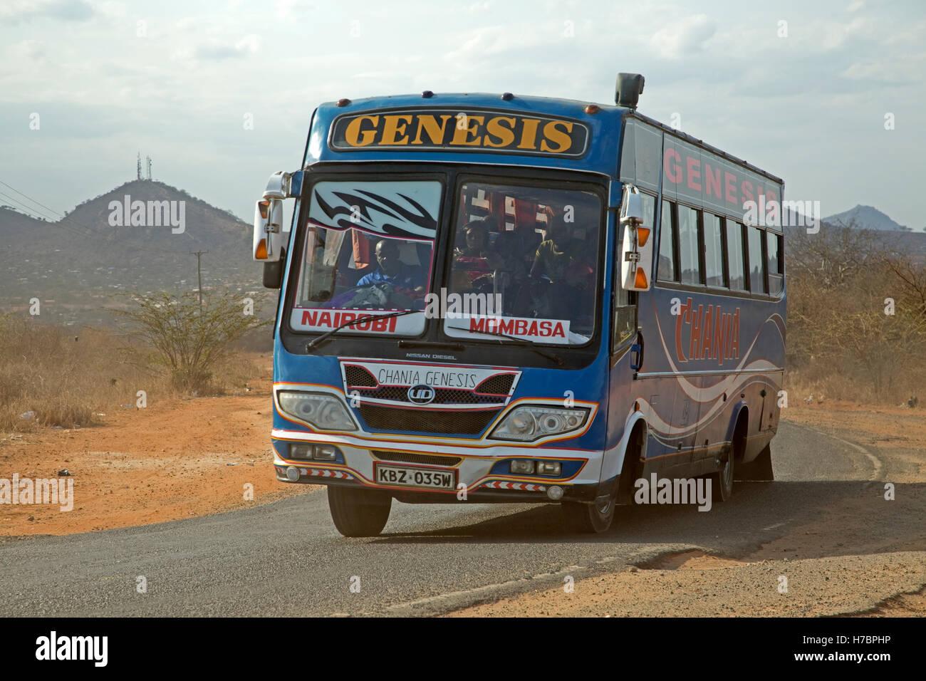 Nairobi-Mombasa-Genesis Bus auf Kenia Mombasa Road Stockbild