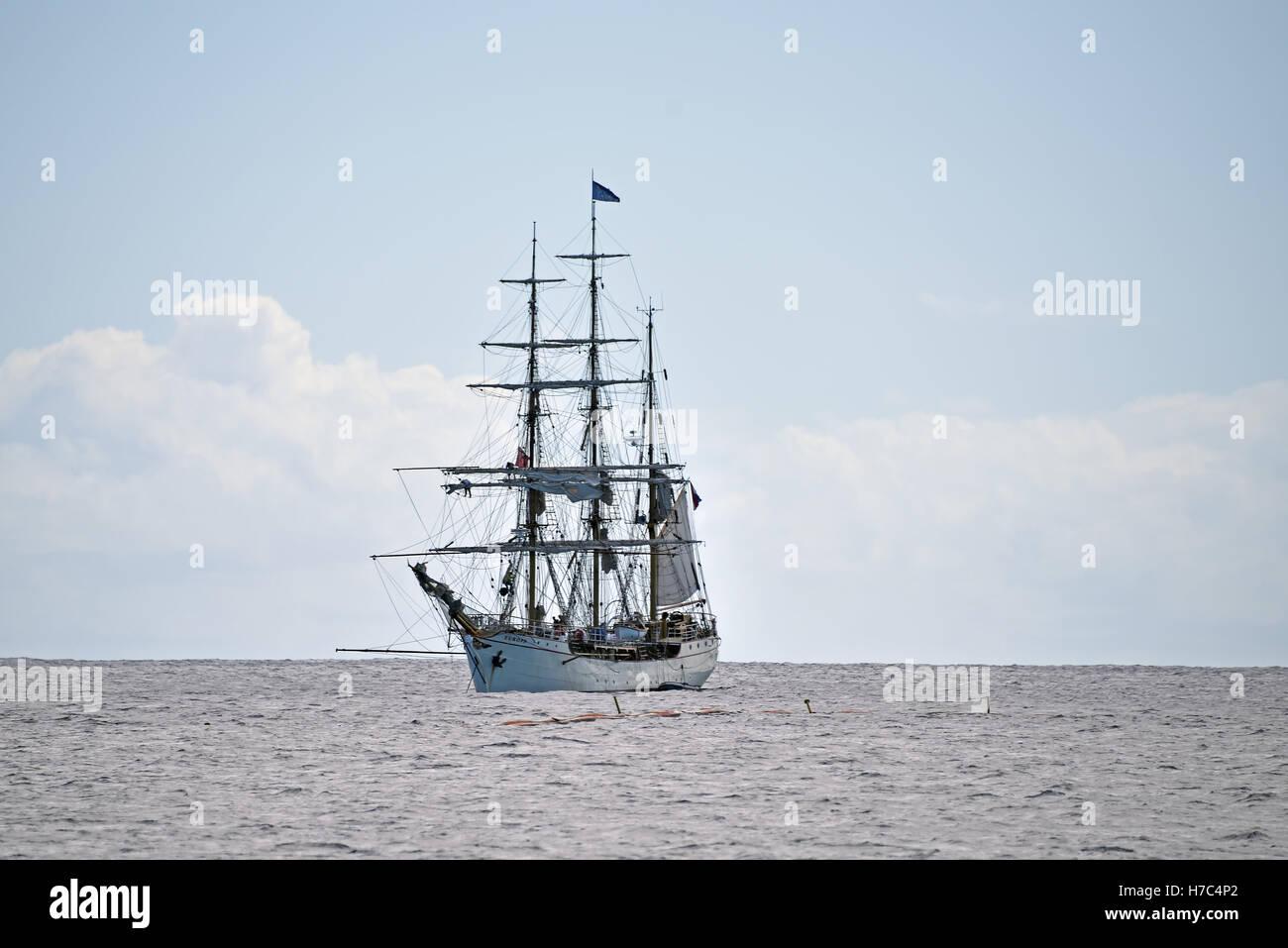 """Die niederländische Großsegler """"Europa"""" verankert aus Georgetown Ascension Insel im Atlantischen Stockbild"""