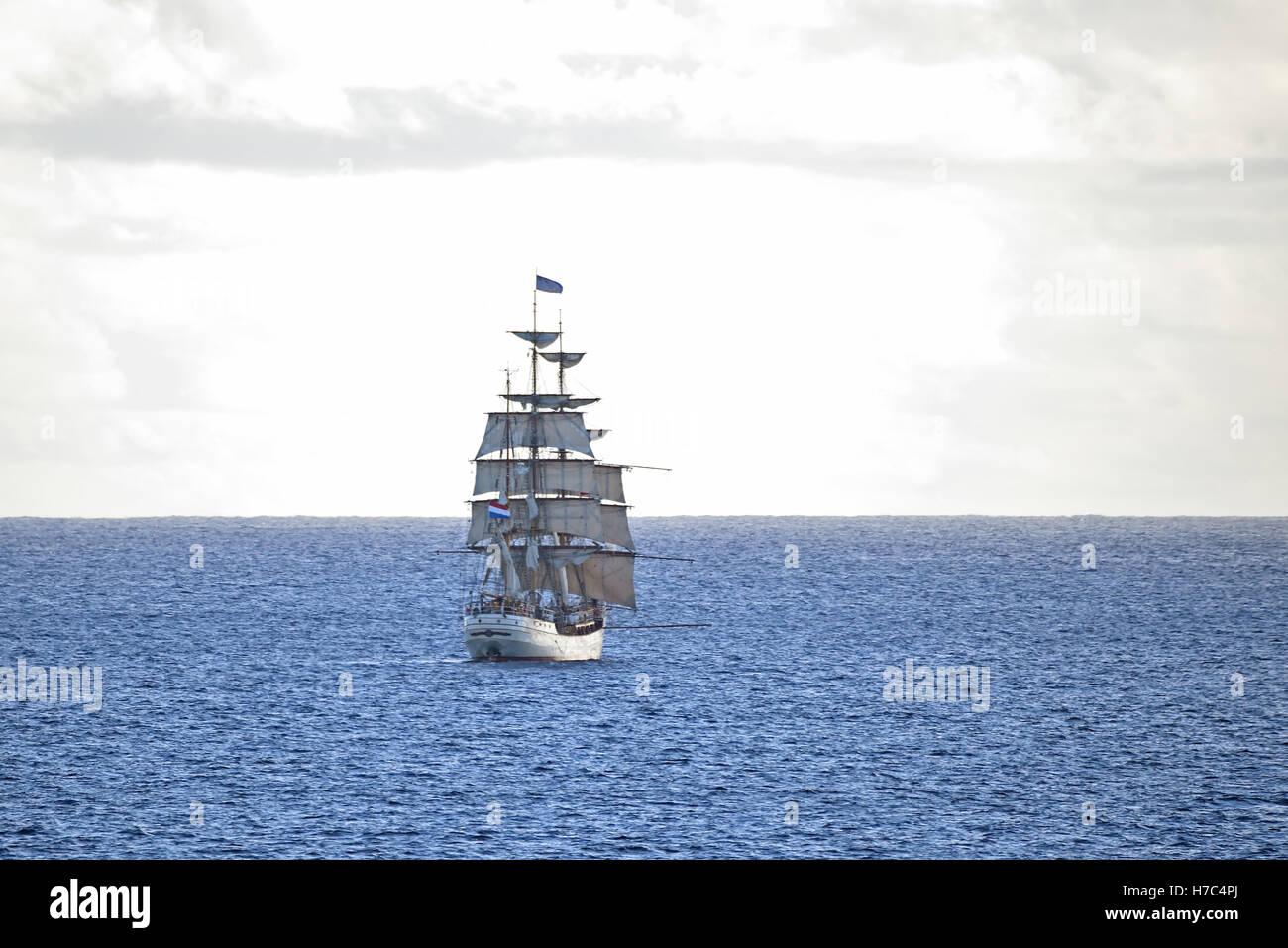 """Die niederländische Großsegler """"Europa"""" Abfahrt von Georgetown Ascension Insel im Atlantischen Stockbild"""