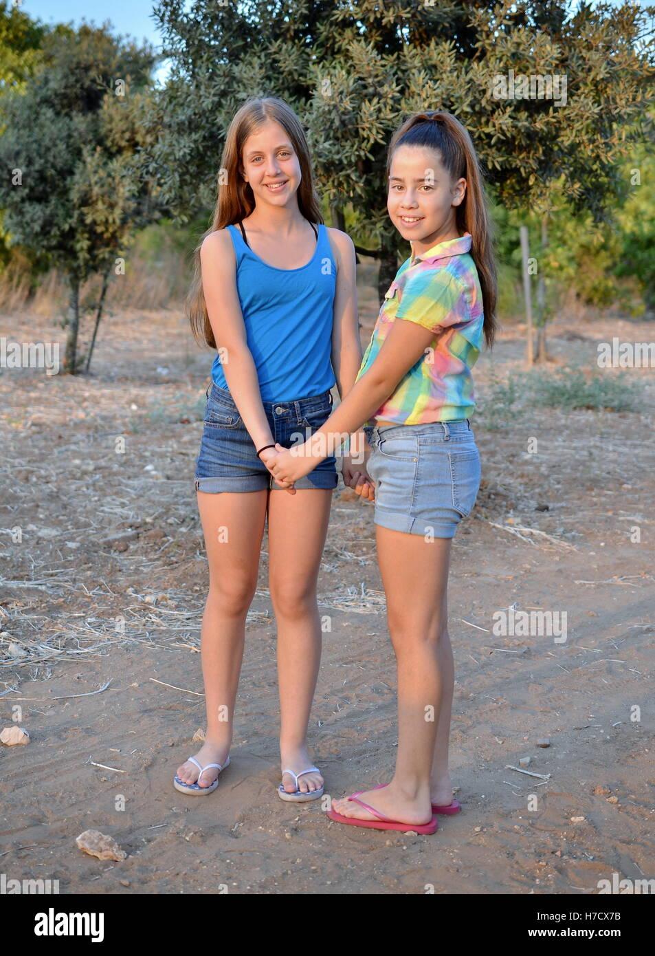 12 Best Ruco Chan Images On Pinterest: Zwei 12-jährige Mädchen Hand In