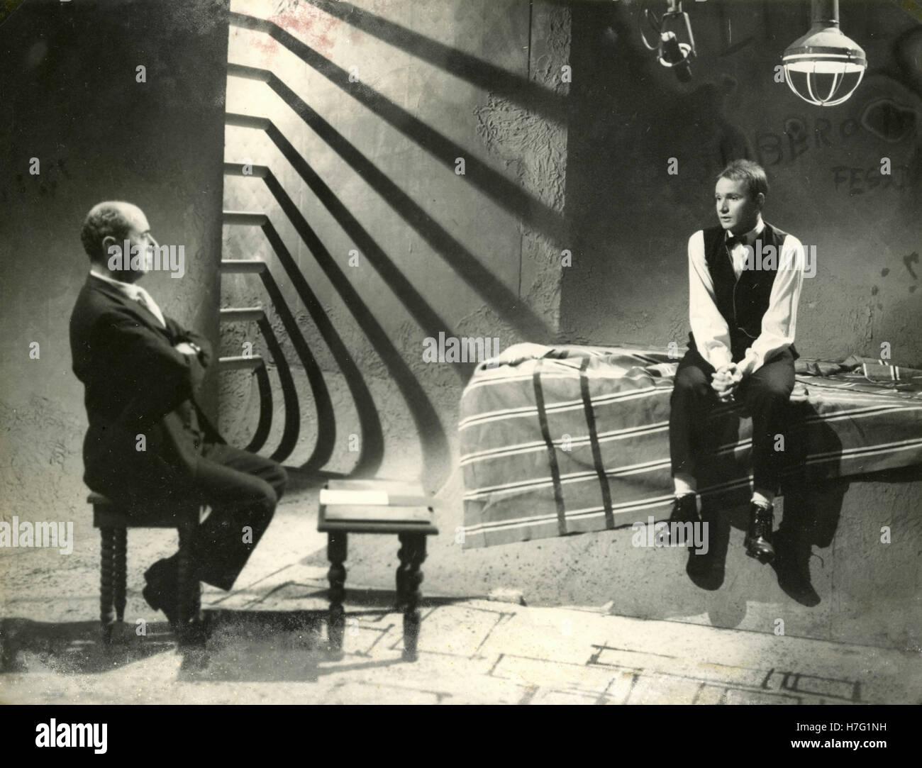 Unbekannte Schauspieler aus der TV-Fiktion Il Compagno di Viaggio, Italien der 1960er Jahre Stockbild
