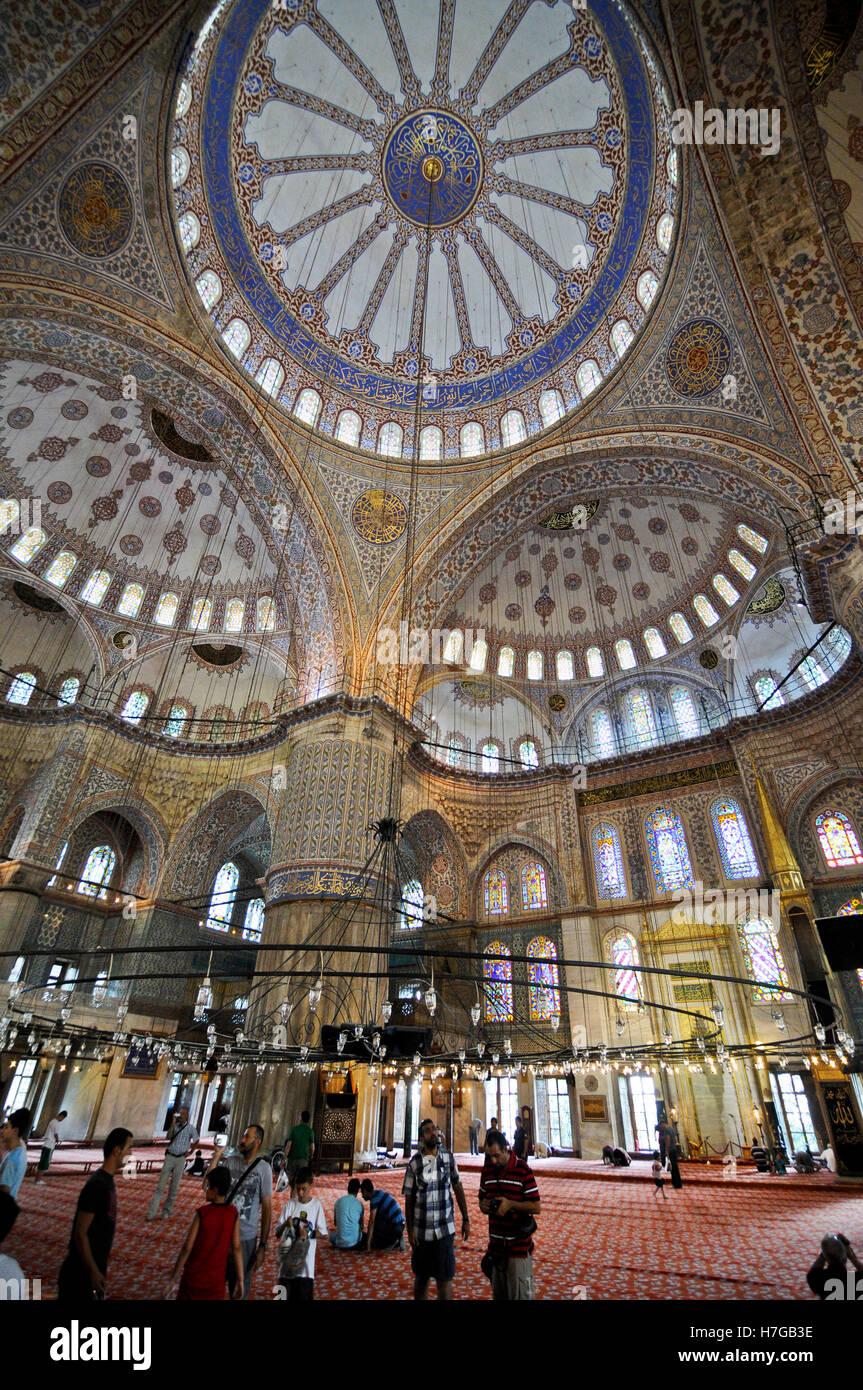 Blaue moschee istanbul weitwinkel blick auf die kuppel for Dekoration innen