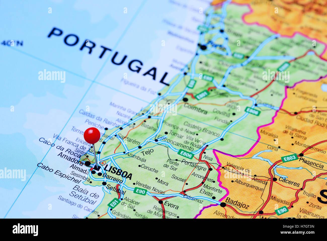 lissabon karte Lissabon, fixiert auf einer Karte von Portugal Stockfoto, Bild