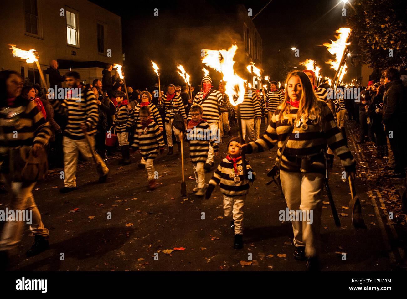 Lewes, UK. 5. November 2016. Lewes Bonfire Night feiern. Die jährliche Feier der 5. November in Lewes, East Stockbild