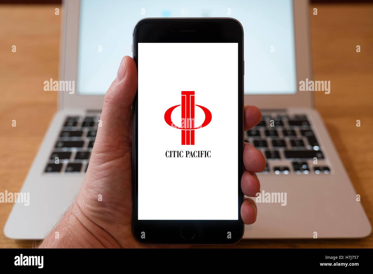 Mit dem iPhone Smartphone Logo der Citic Pacific anzuzeigen Stockbild