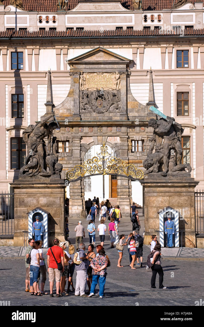 Eingang der Burg Hradschin in Prag Stockbild
