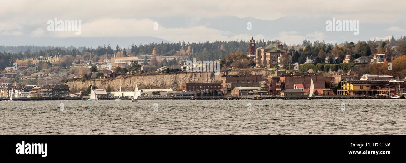 Port Townsend, Washington-Panoramablick über die Stadt aus dem Wasser. Stockbild