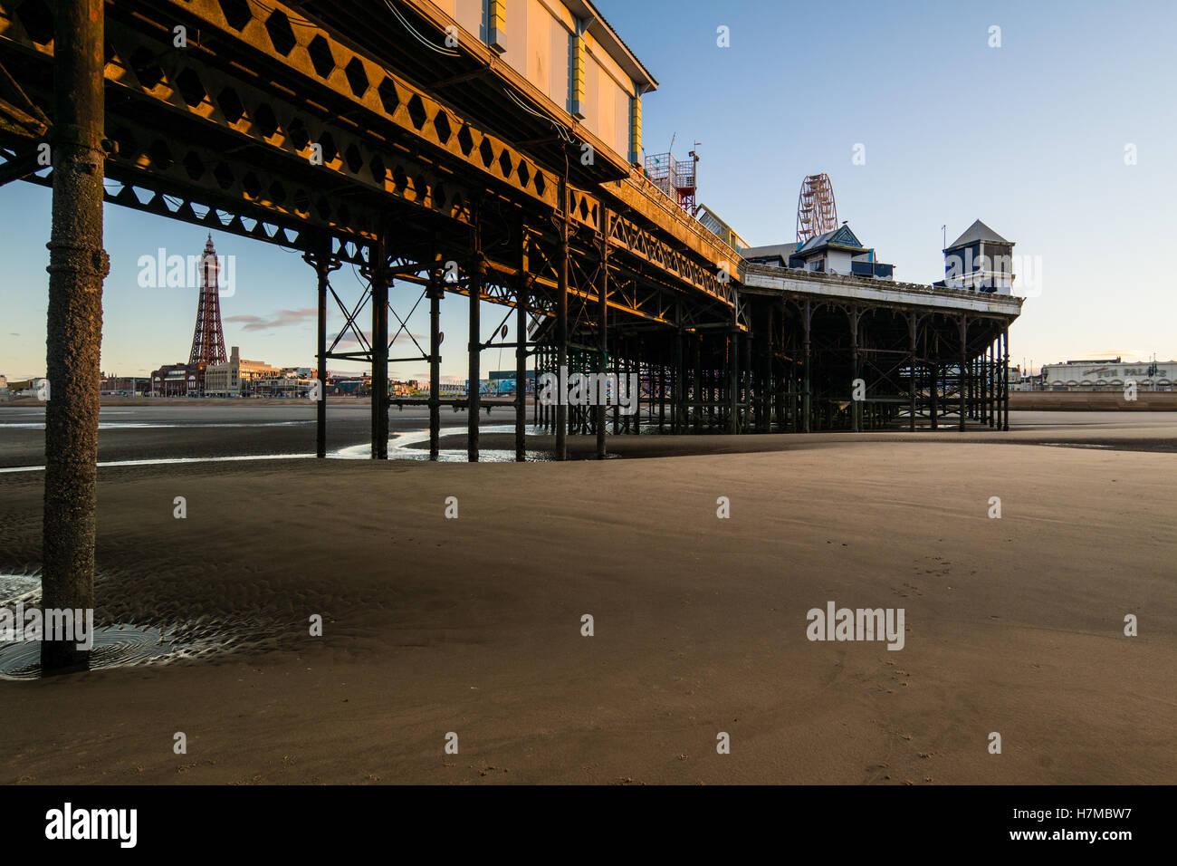Blackpool, UK. Wetternachrichten Sie 7. November 2016, einen hellen und kalten Start in den Tag in Blackpool heute Stockbild