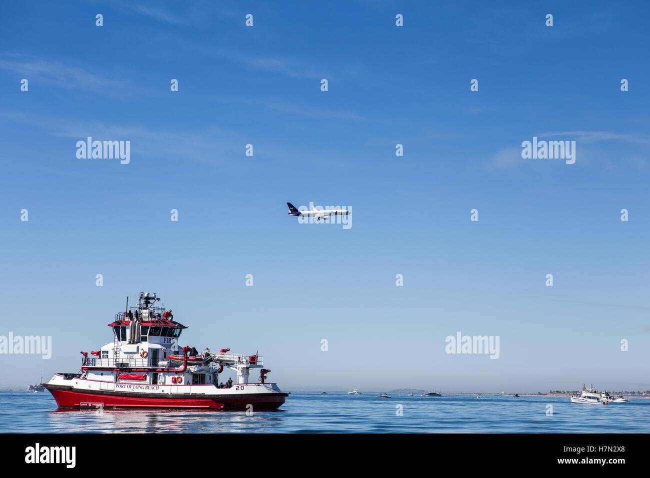 Long Beach Feuerwehr Boot Beschützer In Den Vordergrund Und Fedex