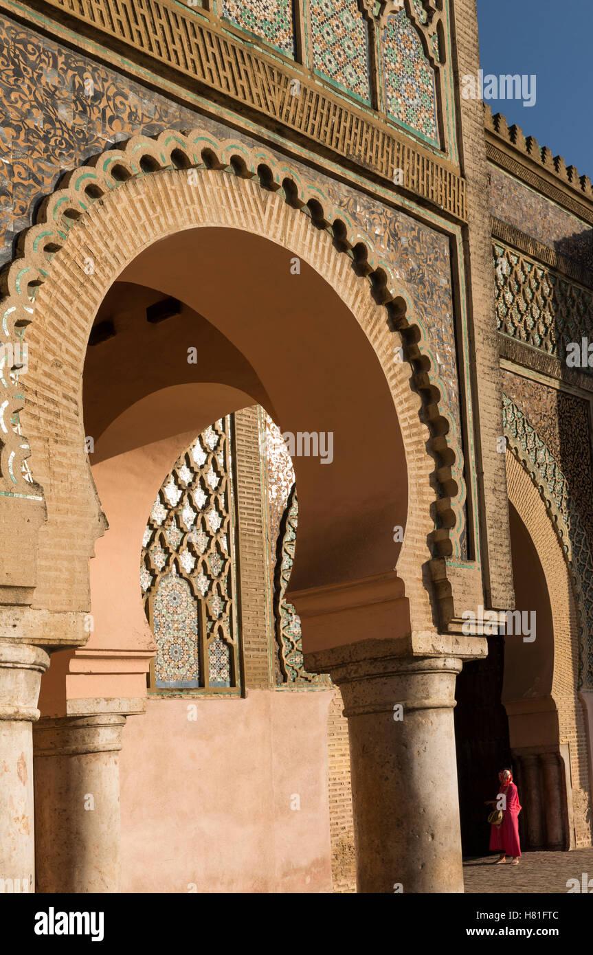 Marokko, Meknes, Bab el-Mansour, abgeschlossen im Jahre 1732 Stockbild