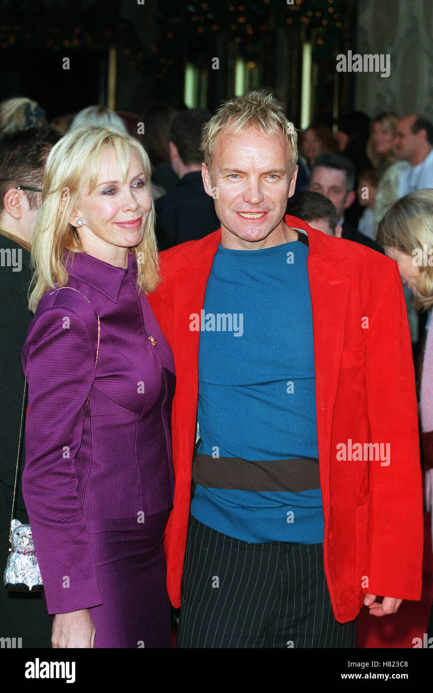 "STING & TRUDIE STYLER ""Der Kaiser NEW GROOVE"" PREM HOLLYWOOD LA USA 10. Dezember 2000 Stockfoto"