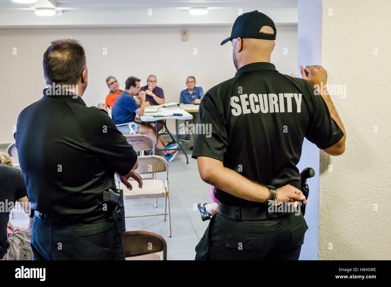 Miami Beach Florida Eigentumswohnung Vorstandssitzung Sicherheit Wachen Geschütze Stockbild