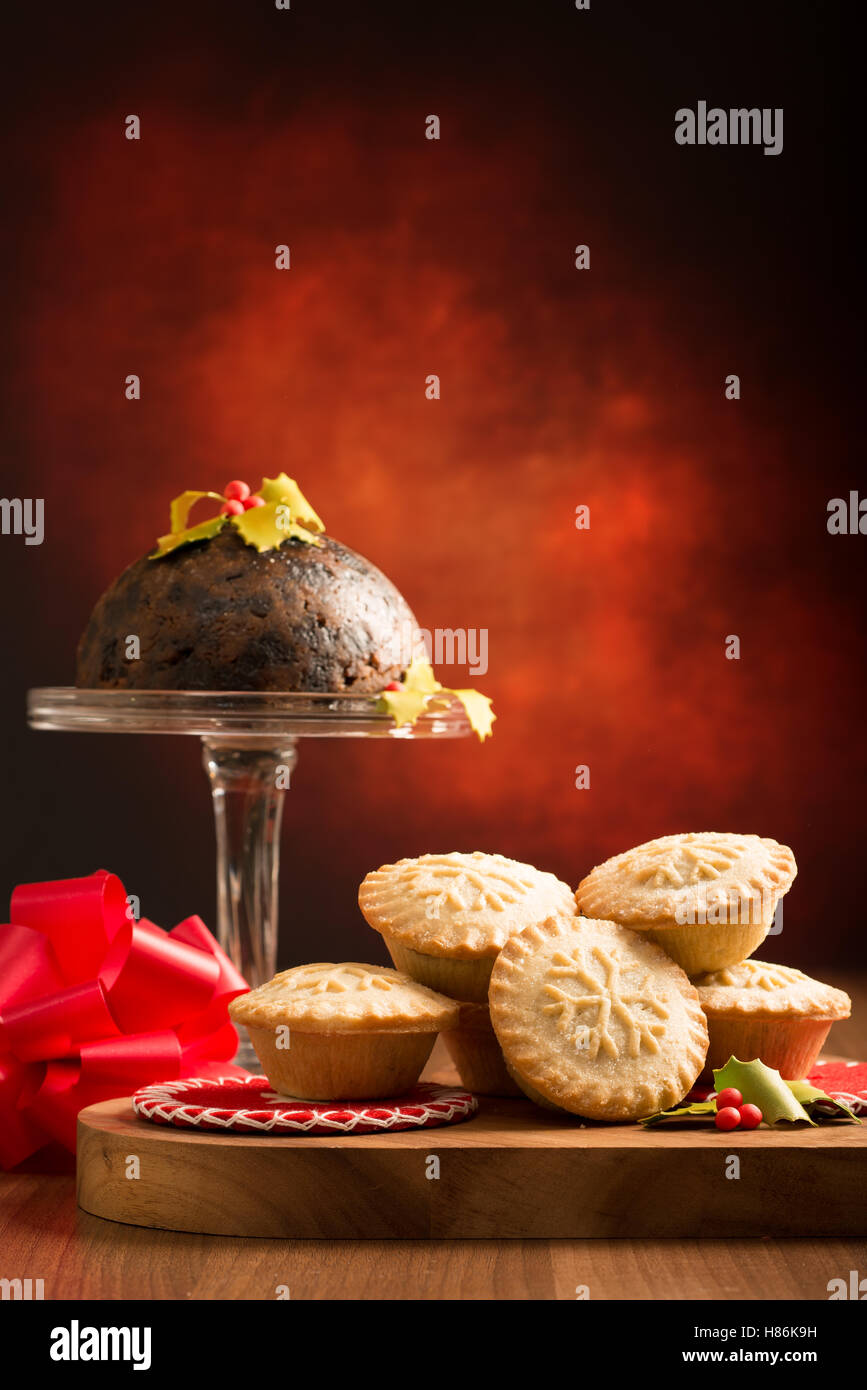 Mince Pies und Christmas pudding Stockfoto