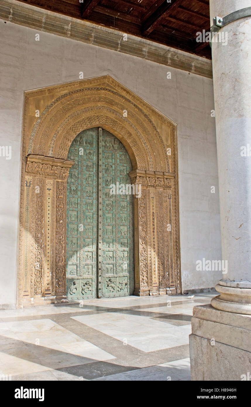 Stone Door Frame Stockfotos & Stone Door Frame Bilder - Alamy