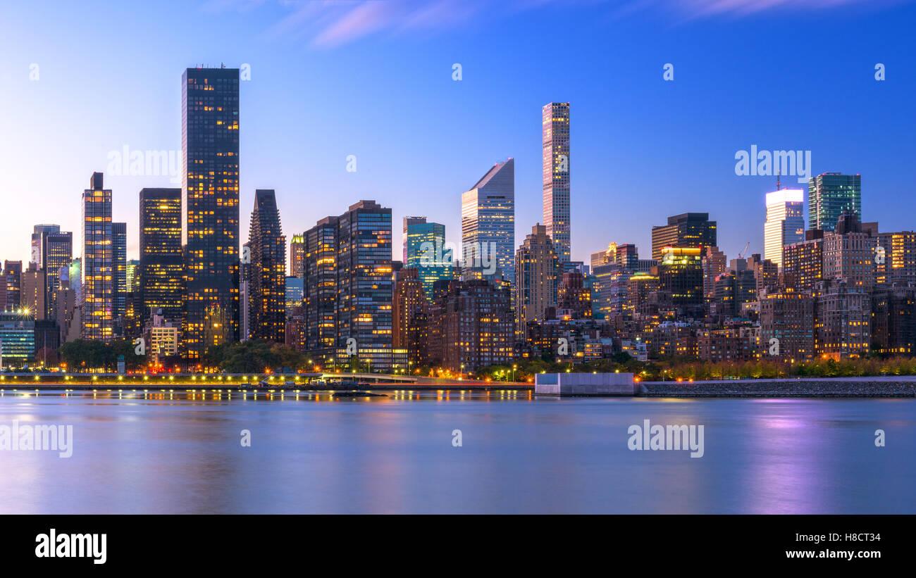 New Yorker Skyline von Midtown Manhattan aus über den Hudson River. Stockfoto