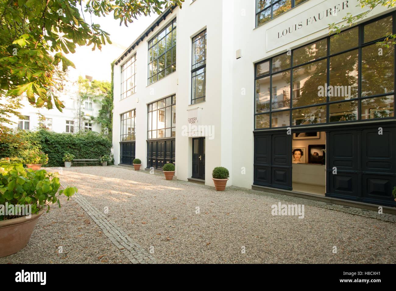 Galerie Camera Work zeitgenössische Fotografie, Außenseite des ...