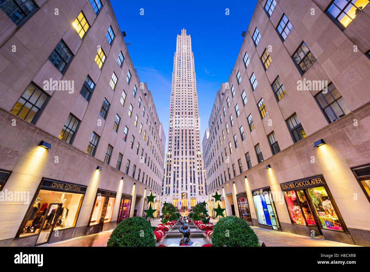 NEW YORK CITY - 2. November 2016: Rockefeller Center in New York. Das Kulturdenkmal wurde im Jahr 1939 abgeschlossen. Stockbild