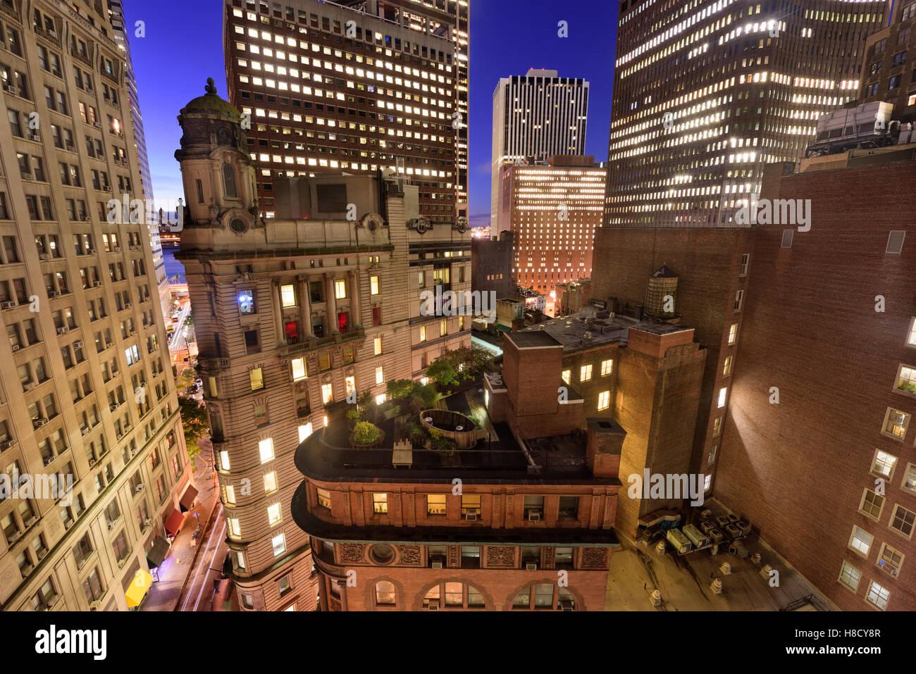 Bankenviertel Stadtbild mit neuer und Alter Architektur in New York City. Stockbild