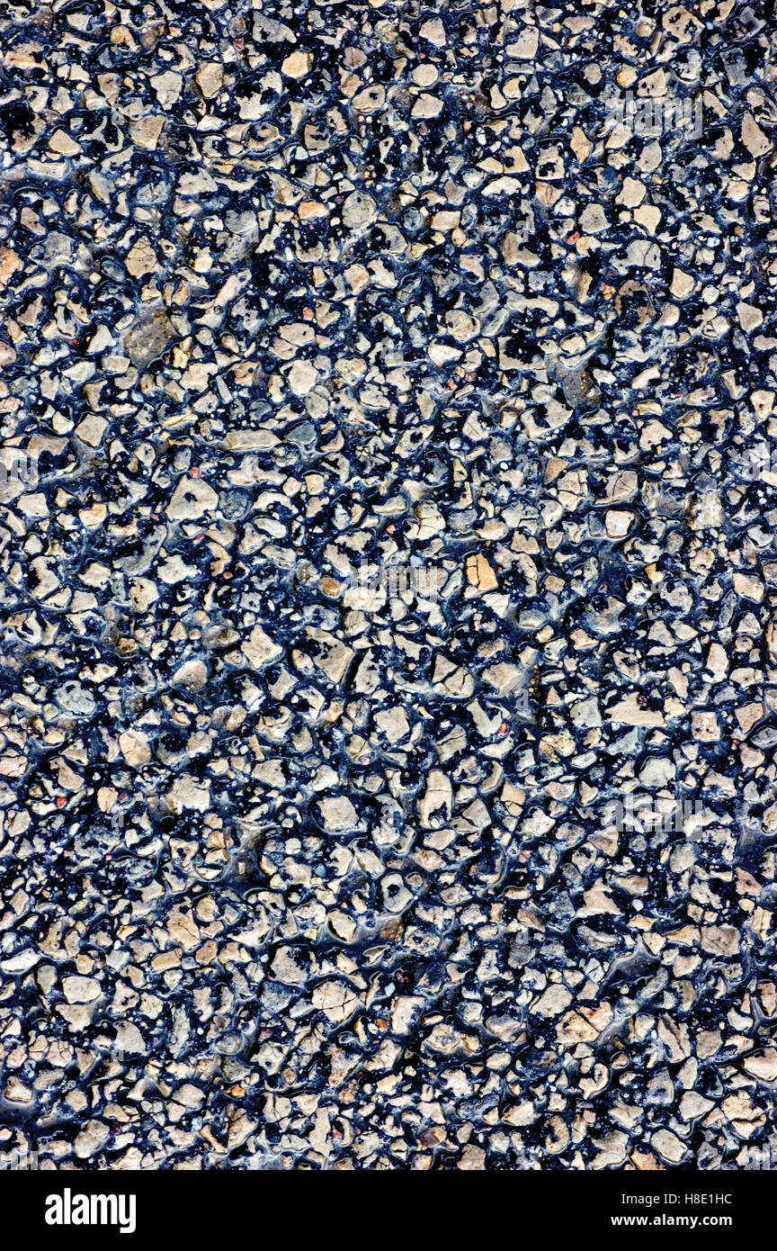 Asphalt Textur, detaillierte nassen Asphalt Closeup, vertikal Stockbild