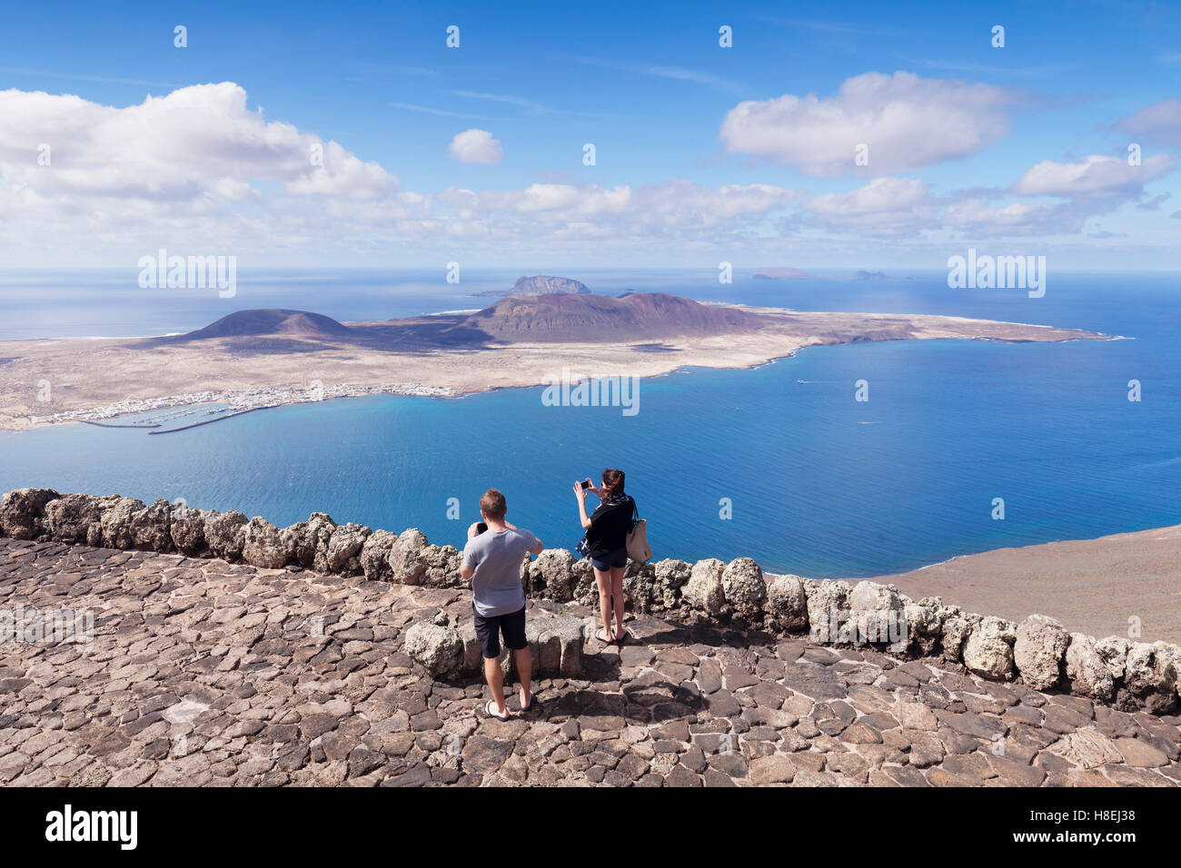 Blick vom Mirador Del Rio auf La Graciosa Insel von Cesar Manrique, Lanzarote, Kanarische Inseln, Spanien, Atlantik, Stockfoto