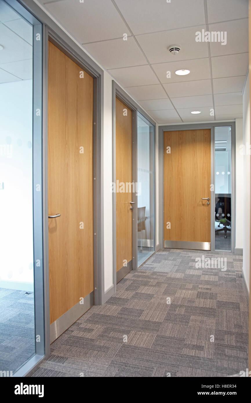 Beeindruckend Teppich Flur Referenz Von In Ein Modernes Bürogebäude Zeigt Verglaste Trennwände,