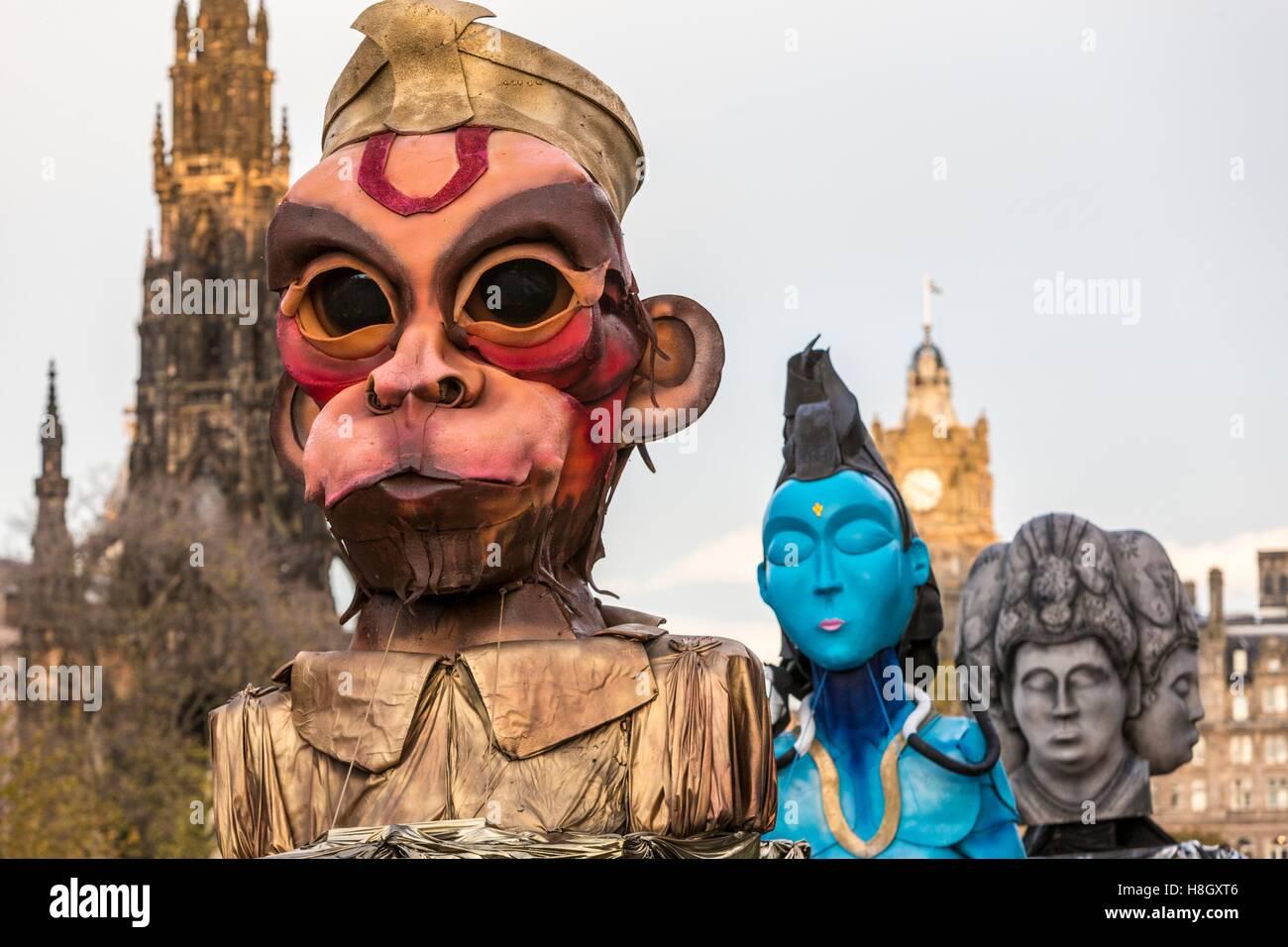 Edinburgh, UK. 13. November 2016. Das Edinburgh Diwali Feiern gipfelt in einer Prozession von der City Chambers Stockbild