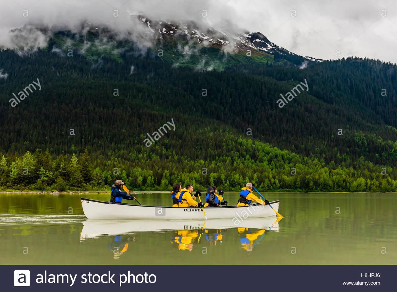 kanufahren auf mendenhall lake auf einem gletscher paddeln trek reise mit ber ber alaska. Black Bedroom Furniture Sets. Home Design Ideas
