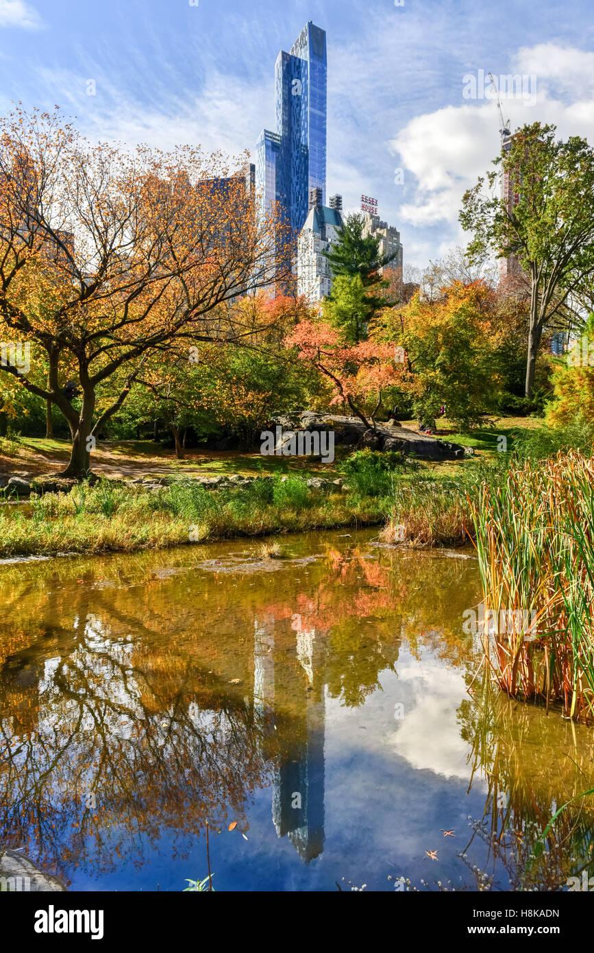 Blick auf Central Park South in New York City im Herbst. Stockbild