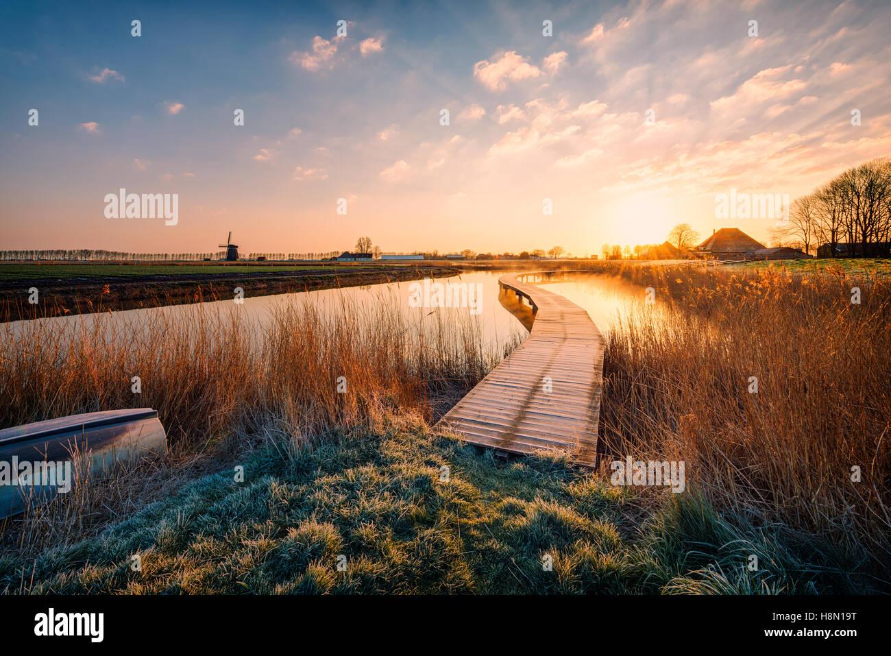 Holländische Polderlandschaft bei Sonnenaufgang Stockbild