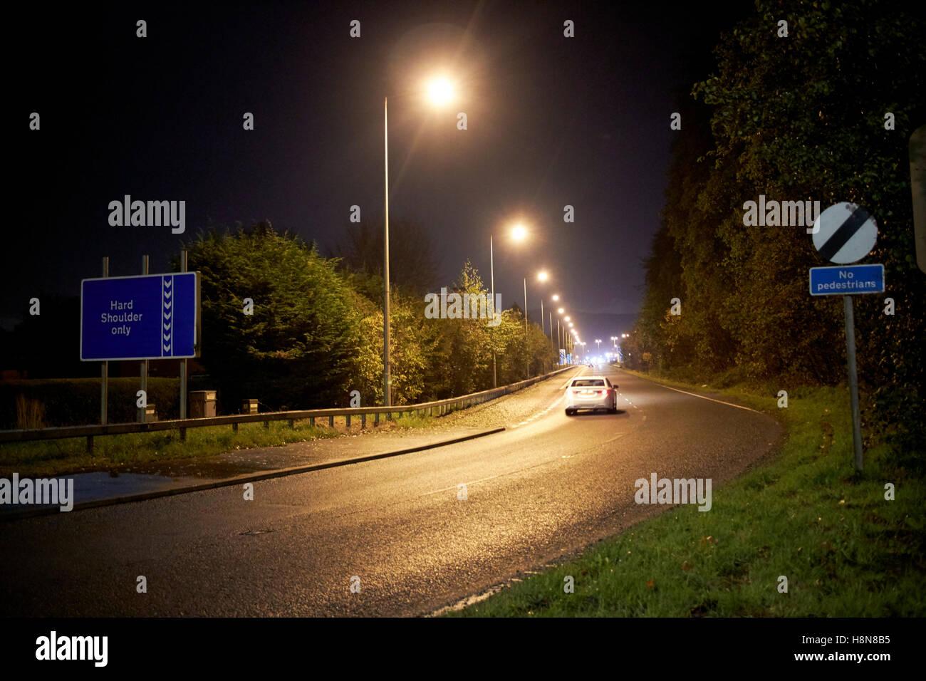 Autobahn auf Zettel in der Nacht auf den M2 Herzinfarkt Nordirland Vereinigtes Königreich Stockbild