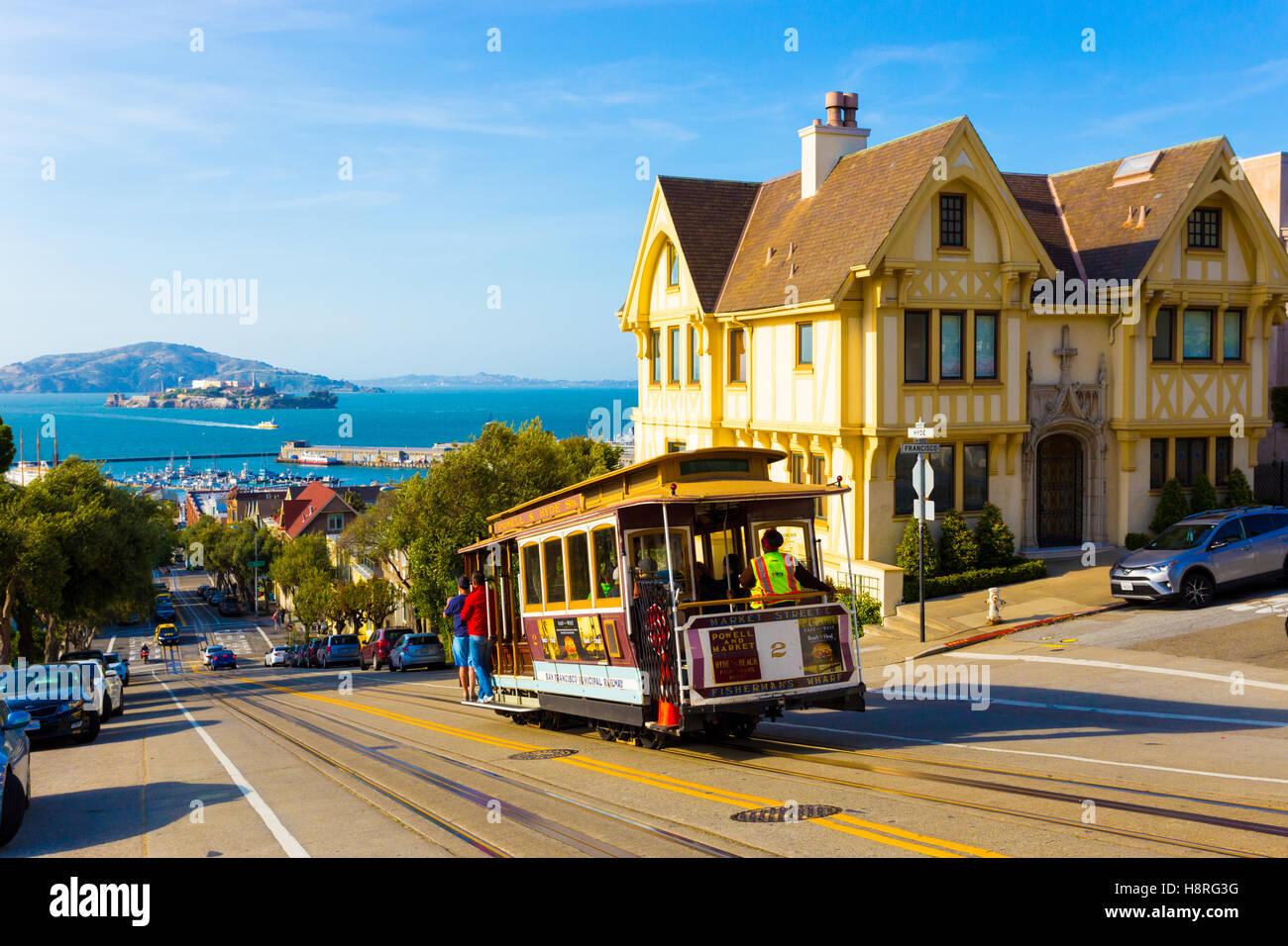 Kombinierte malerischen Blick auf die Bucht von San Francisco mit Alcatraz, Seilbahn, viktorianischen Häusern, Stockbild