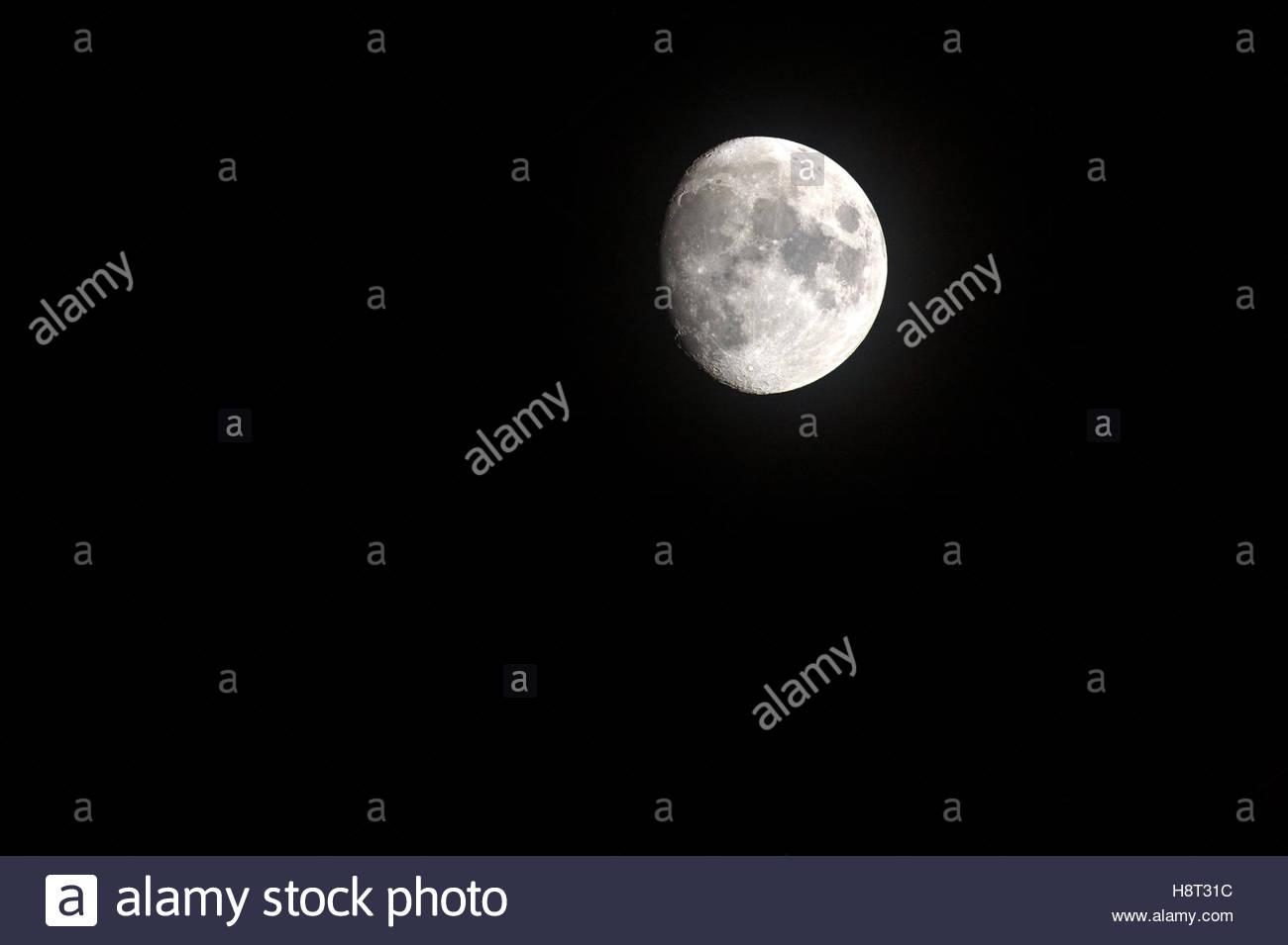 Drei Viertel Größe, Mond, zeigt Mondlandschaften. Stockbild