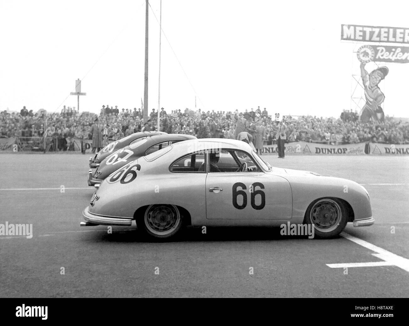 1954 BERLIN GP GT FRONT ROW STARTLINIE BIS PORSCHE 356S Stockbild