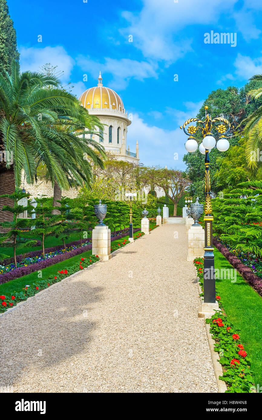 Lovely Der Kies Gasse Im Garten Mit Der Vergoldeten Kuppel Des Bahai Schrein In  Der Ferne,