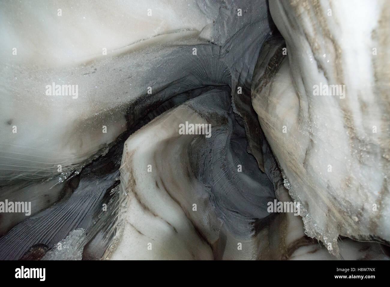 Nahaufnahme eines Eishöhle Larsbreen, Svalbard, Spitzbergen, Norwegen Nahaufnahme der Gletscherhöhle des Stockbild