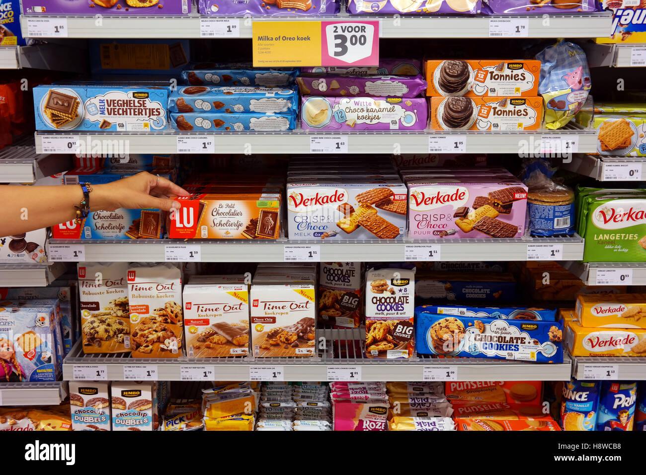 keks packungen im supermarkt stockfoto bild 125948348 alamy. Black Bedroom Furniture Sets. Home Design Ideas